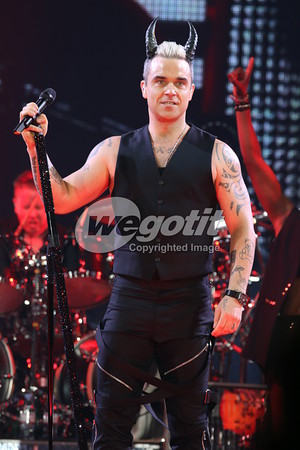 Robbie Williams 21-APR-2015 @ TipsArena, Linz, Austria © Thomas Zeidler