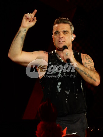 Robbie Williams 19-AUG-2017 @ Letnany Airport, Prague, Czech Republic © Thomas Zeidler